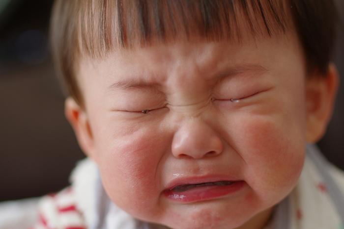 泣きたい時に元気よく泣くのはいいですが、過度な興奮は赤ちゃんにとって負担が大きいです。 妊娠期間だけでなく、授乳期間もカフェインの摂りすぎには気をつけて。