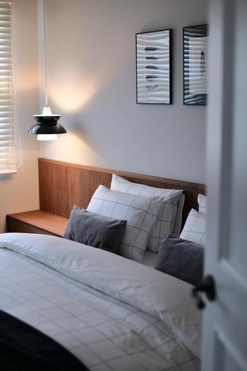 まるでホテルのようにきちんと整えられたベッドは気持ちいいもの。寝具選びも大切です。居心地が良いと感じるのは、色柄がまとまっていてコーディネートされているベッド。すっきりとしたグラフチェックはシンプルで北欧インテリアに馴染みやすいデザイン。