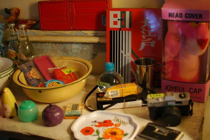 店内に飾ってある雑貨もカラフルで懐かしさを感じさせます。