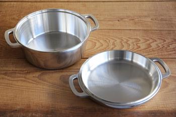 深さのある本体で汁物や煮込み、フタで焼き物や炒め物など、これひとつあればどんな料理でもこなせます。