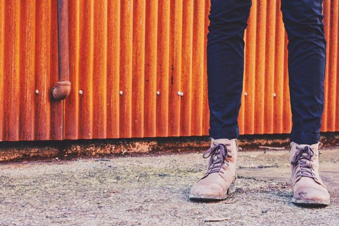 ストレス解消には適度な運動もおすすめです。ウォーキングなど簡単に始められるものから取り入れましょう。好きな音楽と一緒に歩くと、より効果的です。