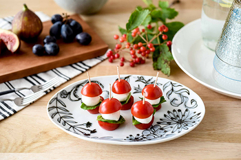 モダンな印象のボタニカルシリーズ。料理をオシャレに美味しそうに魅せてくれるデザインです。