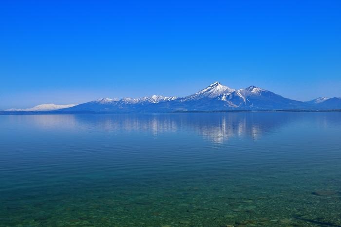日本で4番目に大きく美しい湖「猪苗代湖」と、猪苗代湖同様、福島県のシンボルの一つとされ、日本百名山に選定された「会津磐梯山」。 猪苗代湖畔には水泳場やキャンプ場もあり、湖水浴やボート、遊覧船など、夏のレジャーもバリエーション豊富。湖岸沿いのドライブもおすすめです。