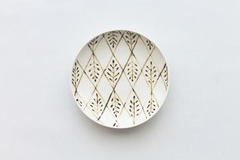 こちらは菱形リーフのプレート。インテリアとして飾っておきたくなるような素敵なデザインですね。