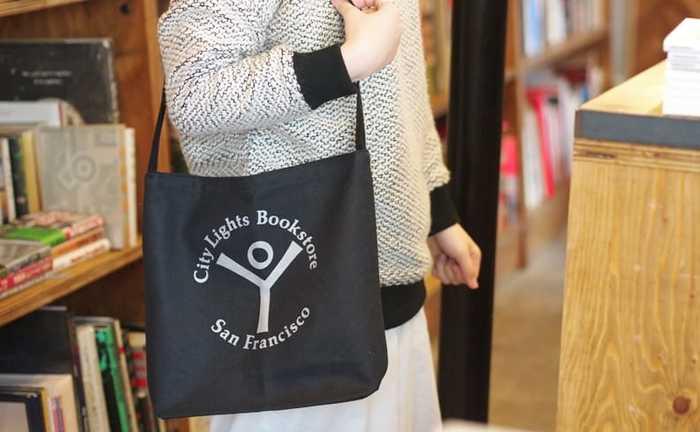 人気のブックストアのトートバッグ。「シティライツブックストア」ってどんなお店なのでしょう?