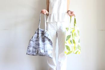 小さめサイズで作って、サブバッグにするのもおすすめです。布のサイズが変わっても作り方は同じなので、いろんなサイズで作ってみましょう。