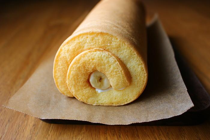 こちらはシンプルなロールケーキの生地を米粉で作るアレンジレシピです。米粉を入れるともちもちとした食感になるところもポイント♪和風ロールケーキは食感の違いも楽しんでみてください。