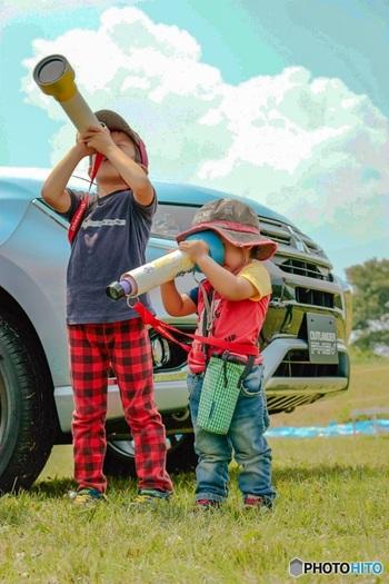 子どもと一緒にお月見を楽しむなら、「望遠鏡」「双眼鏡」を準備すると楽しみが広がりますよ。