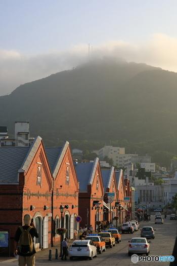 函館市にはレトロな街並を楽しめるスポットがたくさんあります。昔ながらの古民家を市民が住居として使っている地域もあって、独特な雰囲気が感じられます。 函館市に観光の際は、名所はもちろんですがレトロな街並も楽しんでみてはいかがですか?きっと函館市ならではの空気を感じられるはずです。