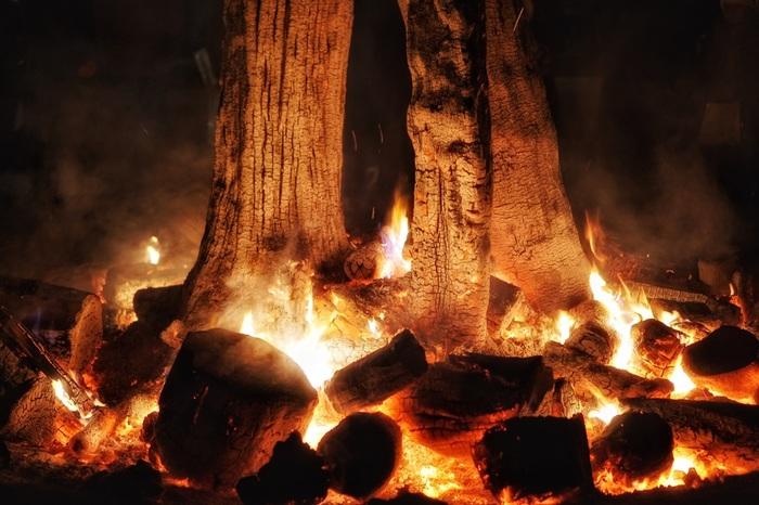 ちなみに、大晦日には「どんど火」と呼ばれるたき火を焚いています。 ここで焼いたお餅を食べると一年間風邪を引かないと言われているそう。