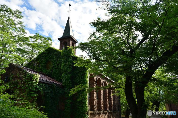 安曇野出身の彫刻家・荻原碌山(おぎわら ろくざん)の作品を展示。作品はもちろんのこと、教会堂のような美術館、校倉作りのミュージアムショップ・グズベリーハウスなどの建物も見ごたえがあります(^.^)