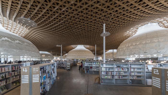 本だけじゃないよ♪建物や空間も楽しめる日本全国のステキな図書館10選