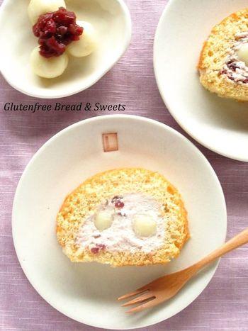 ロールケーキに白玉が入ってる!驚きの和風ロールケーキです♪生地には米粉ときな粉、クリームには小豆の入った、隅から隅まで和風なところも魅力!
