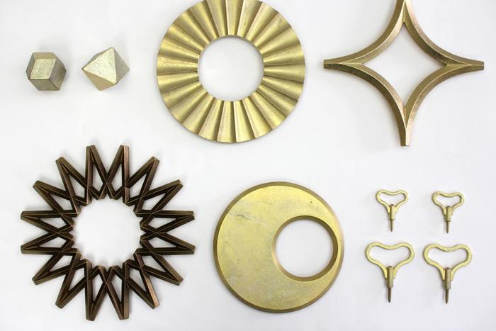 明治30年創業の鋳造メーカー「二上」によって、2009年に立ち上げられた真鍮の生活雑貨ブランド「FUTAGAMI」。FUTAGAMIのプロダクトの特徴は、メッキをしたり塗装をしたりしていない「無垢の真鍮」であること。そのため、時が経つに連れて、独特の味わいが出てくるのが魅力です。