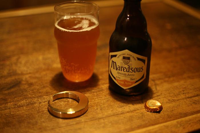 「三日月」はFUTAGAMIの製品にしてはめずらしく光沢がある「ヘアライン」のプロダクト。照明に照らされて煌きを放つので、ぜひお酒のお供に。