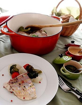 短い時間で野菜と魚の美味しさを引き出す無水鍋。素材の美味しさを存分に味わえます。