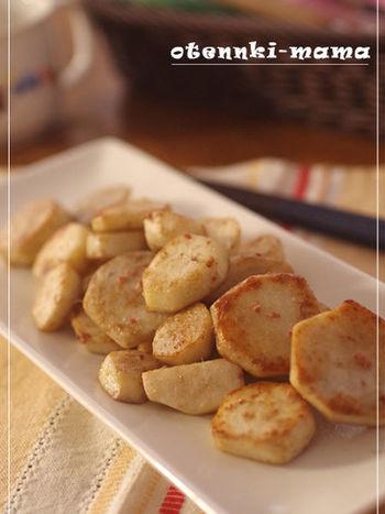 ねっとり感とホクホク感。里芋のおいしさが堪能できるお料理。こんがり焼き色をつけて、香ばしく仕上げるのがコツ。鷹の爪を入れるのもおすすめ。ワインなどにも合いそう♪