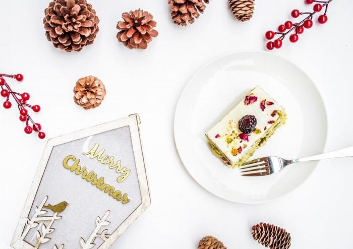 ケーキも手作りできれば楽しいですね。ケーキの色味と飾り付けの色味を合わせるなど、ひと味違うオリジナルのクリスマスが楽しめそうです。