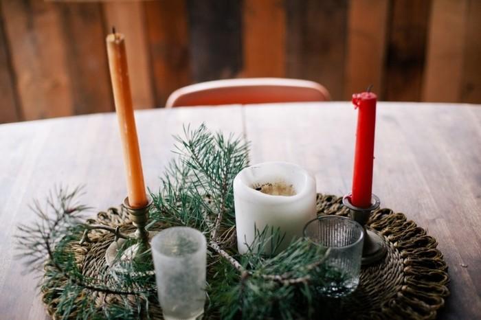クリスマスにキャンドルは欠かせませんね。クリスマスカラーのキャンドルを選んだり、まわりにもみの木を飾ってクリスマスの雰囲気を楽しみましょう。
