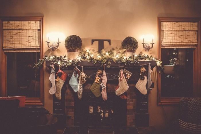 暖炉に飾る靴下も、好きな端切れを使って手作りしませんか?どんなプレゼントが入っているか、中を見るのがより楽しみになりそうです。