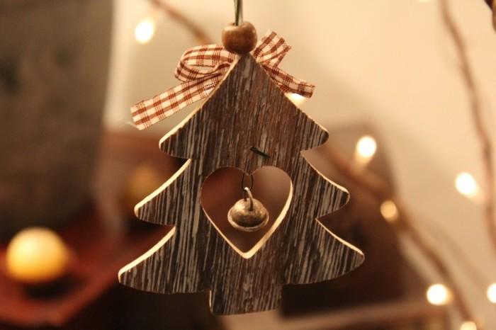 木で作られたもみの木にはぬくもりがありますよね。小さな鈴が優しい音色を奏でます。