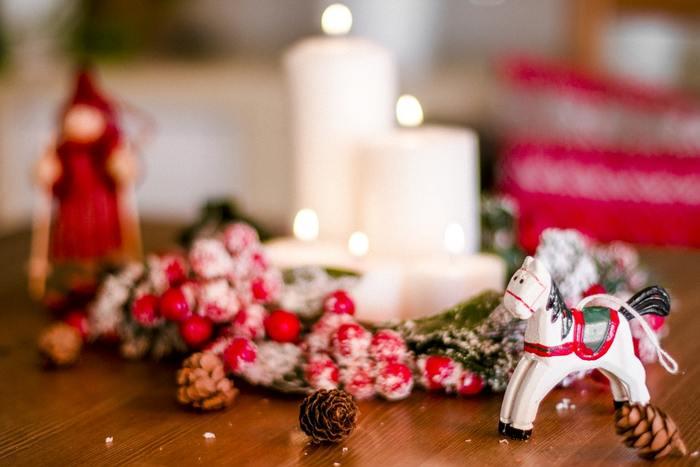 クリスマスツリーを飾る人、リースを手作りする人など、クリスマスムードの楽しみ方は人それぞれです。