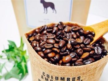 珈琲一筋40年以上のベテラン珈琲焙煎士さんが、心を込めて酵素焙煎したコーヒー。  モカの良い香りとほどよい酸味が感じられるブレンドになっています。  ブラックでも、ミルクを入れてでも、ぜひお好みでお飲みください。  (焙煎珈琲 KING MOCHA)