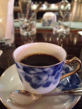 ネルドリップで丁寧に淹れられたコーヒー。落ち着いた空間で、ホッとする一杯を味わってみませんか?
