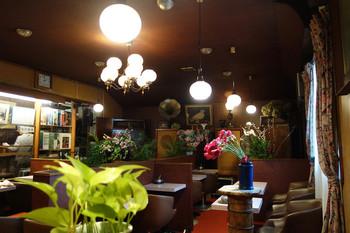 変わるものと変わらないものが交差する街「吉祥寺」。地元の文化に触れるには、昔から今もなお愛され続けている喫茶店を覗いてみるのが一番です。きっと今まで知らなかった古き良き吉祥寺の魅力に触れることができますよ。