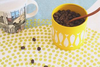 茶葉、コーヒー豆、ふりかけ、キャンディーなどなど。キッチン周りの食べ物類をすっきり衛生的に収納しましょう!