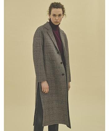 注目しておきたいチェック柄のチェスターコートは、クラシカルな雰囲気になるので洗練された大人スタイルにおすすめです。