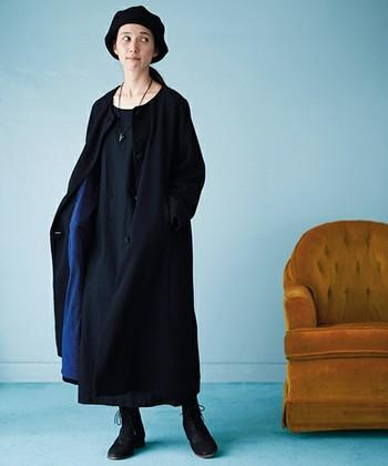 カジュアルなショート丈と比べ、ロング丈のノーカラーは上品な印象に。カーディガン感覚で羽織れる気軽さが◎