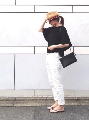 袖のシルエットが美しい、GUのシンプルなトップス。モノトーンコーデで上品に。