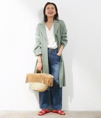 ガウンコートは厚手のコートと違って袖口をまくることが出来るので、重くなりがちな秋冬ルックに抜け感がだせます。
