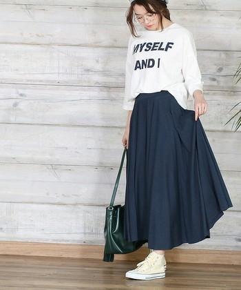 ハイウエストのふんわりスカート、はいてみると意外とハマったという人も多いのではないでしょうか?カジュアル~きれいめまでテイストを選ばず、しかも体型カバースカートとしても優秀!