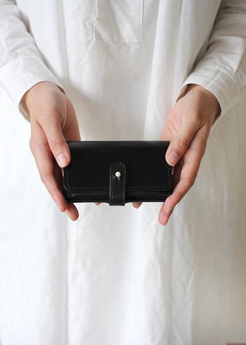 熟練職人がひとつひとつ丁寧に作り上げる「SHOJIFUJITA(ショウジフジタ)」のカードケース。