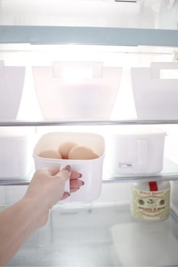 本当に必要なものだけが入っている冷蔵庫は、気分が良いだけでなく料理の効率も上がります。一番下の段は常に空けておくなど、スペースを確保しておくようにすると、急な頂きものや鍋ごと保存したい時などに便利です。