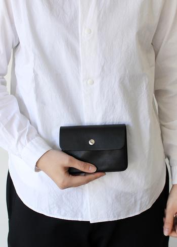 余白美を感じさせるクリーンなデザインが人気の「STANDARD SUPPLY(スタンダードサプライ)」の牛革ウォレット。