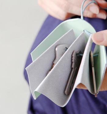 4つに折りたたまれた間にキーを入れるので、とっても取り出しやすいのが特徴。