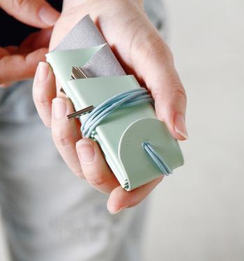 オーロラをイメージしたデザインがユニークな「irose(イロセ)」のカウレザーキーホルダー。