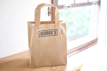 ついついため込んでしまいがちなお店の紙袋も、時々持ちすぎていないか確認してみるといいかもしれませんね。