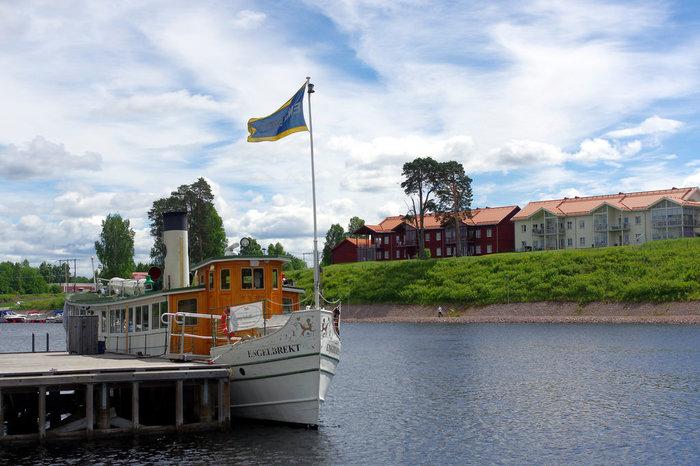 ダーラナ県の真ん中には「シリヤン湖(Siljan)」があり、遊覧船に乗ると湖上から自然や町の景色を楽しめます。