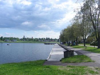湖の周りには遊歩道が整備されており、ぶらぶらと散歩するのも気持ちいいですね。