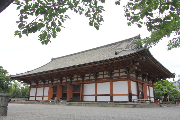 こちらの講堂(重要文化財)には、大日如来を中心に帝釈天像・不動明王など21体の仏像を、立体曼荼羅と言われる配列に安置している。
