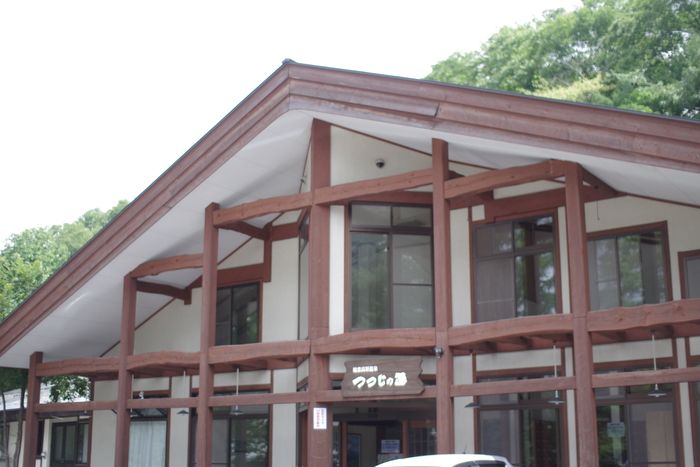 車で田代湖付近の温泉に行ってみた。外湯も気持ちよく岩盤浴もあり、ちょっとした食事もできる広々とした「つつじの湯」。バスタオルのレンタルは1枚300円