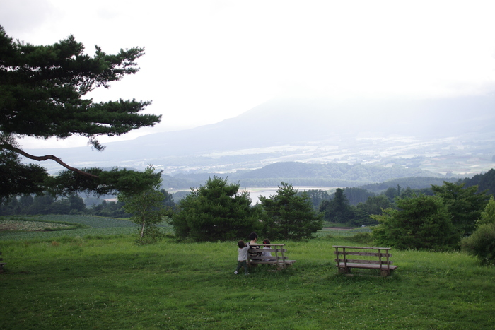 他にも愛妻の丘など景色のいい場所が多い。キャベツ畑に囲まれて清々しい。浅間山などを望める