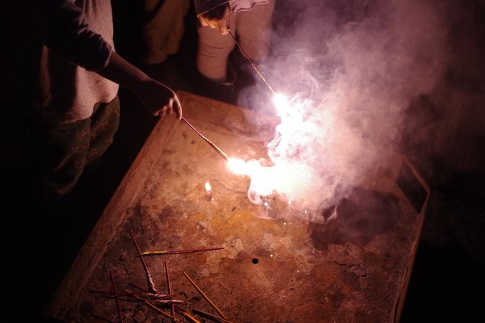 花火はこの火を起こす用の台の上ならできる。夜は10時には静寂に包まれる