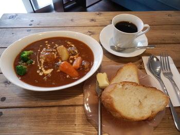 またカフェスペースでは、ビーフシチューやグラタン、ミネストローネなどのお料理も味わうことができますよ♪