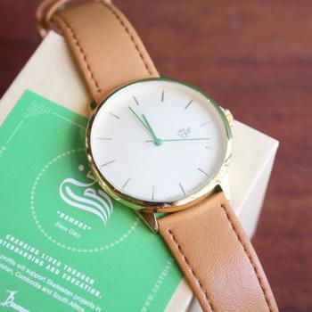 人気の『Nawroz』はグリーンの針がおしゃれ。時計自体はシンプルですが、グリーンが挿し色で引き立ちます。
