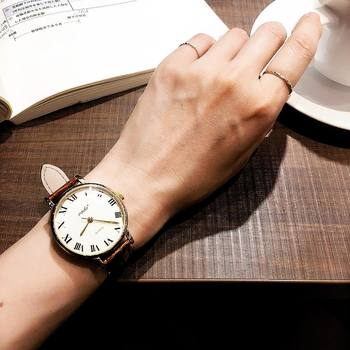その日の装いに合わせて時計をアクセサリー感覚で着けかえても楽しいですね。